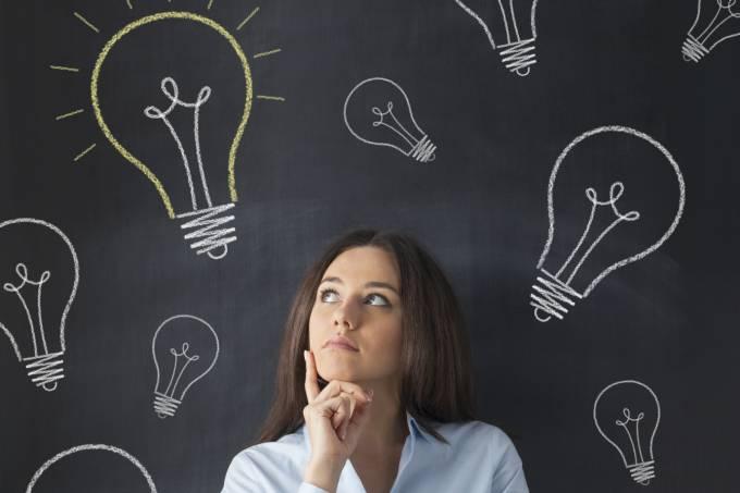 Empreendedora tendo uma ideia de negócio: inovação