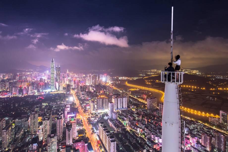Considerada o Vale do Silício Chinês de hardware, Shenzhen fica a apenas 15 minutos de trem de Hong Kong. Repleta de engenheiros, a cidade tem sido o destino certo de negócios globais que querem investir em sensores inteligentes, robôs e drones.