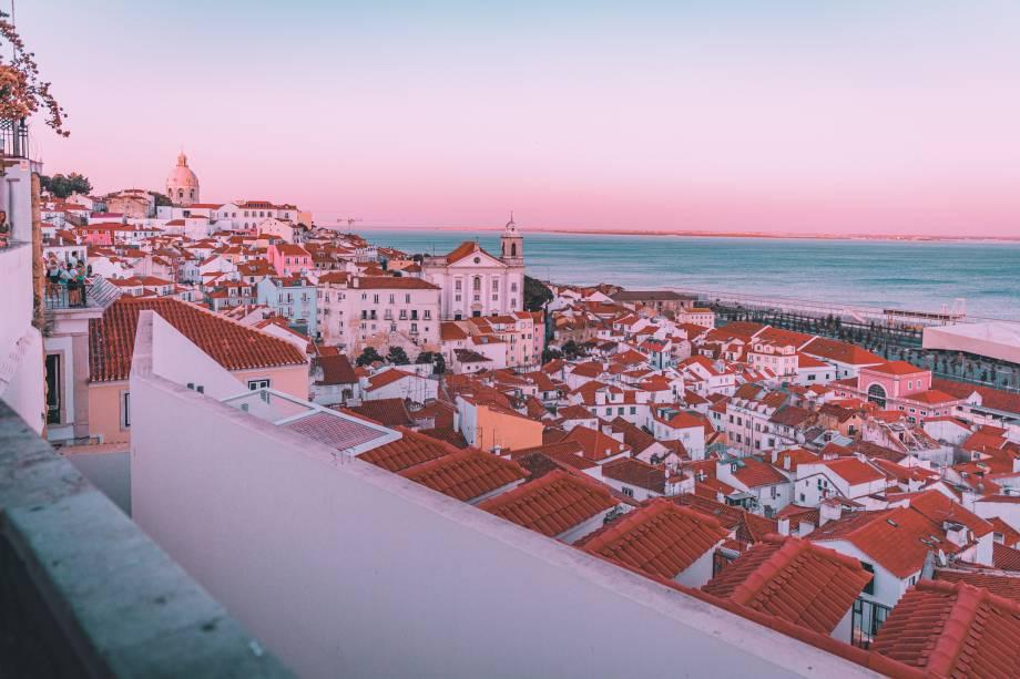 Capital de Portugal, Lisboa começa a se destacar como pólo tecnológico: a cidade tem crescido tecnologicamente o dobro do que a média europeia e conta com o posto de um dos maiores centros de startups da Europa.