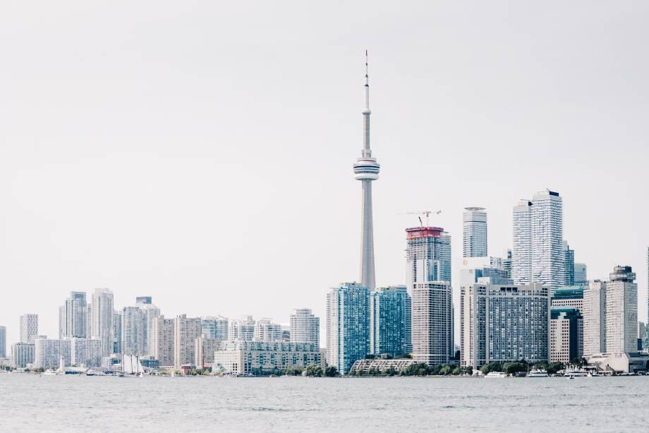 Tendo um cenário multicultural, Toronto se destaca por sua diversidade. A força de trabalho da cidade é uma das que possuem o maior grau de instrução no mundo e é composta por muitos imigrantes.