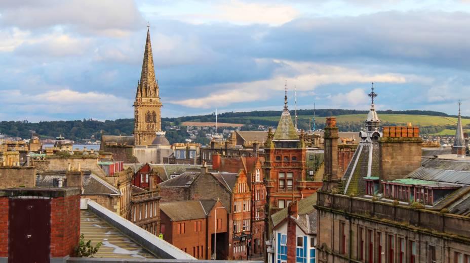 Dundee, cidade costeira localizada na Escócia, tem um compromisso com a arte e com o design traduzido por seu investimento na restauração de sua encosta, com um orçamento de 1 bilhão de libras. Com a presença do museu V&A museum, é a única cidade do Reino Unido com o título de UNESCO City of Design.